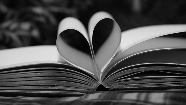 10 ways to show your kids you love reading.